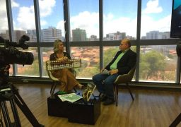 Dayse Teixeira, franqueada do SUPERA Maceió, em entrevista no estúdio da TV Mar