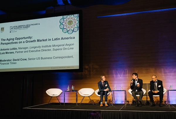 Luiz Moraes, diretor do SUPERA-Online, representando a franquia de sucesso no Financial Times for HealthCare