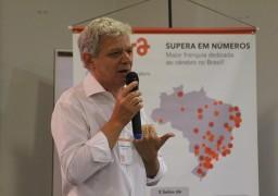 Antônio Carlos Perpétuo, presidente da rede, em palestra para os franqueados