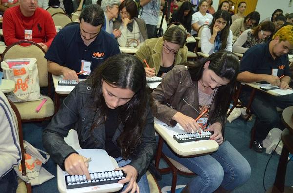 Educadores da rede na 1ª edição do ENE, realizada em 2014
