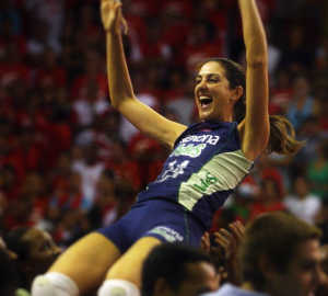 Fernanda Venturini, 45, ex-voleibolista estuda na Franquia de escola SUPERA