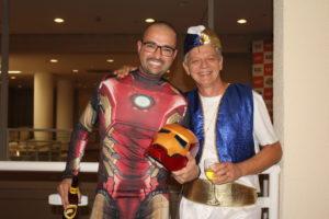 Victor Rocha, Diretor da rede de franquias, e Antônio Carlos, em coquetel de premiação à fantasia