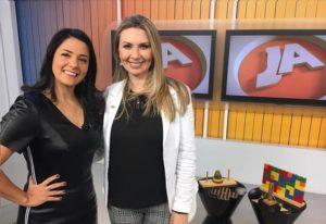 Marison Santos, apresentadora do programa, ao lado de Josi Marcolin, franqueada SUPERA