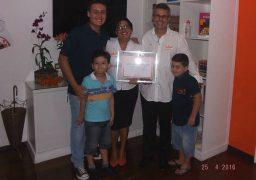 Alegria em família: Paulo recebe o quadro de homologação de sua unidade