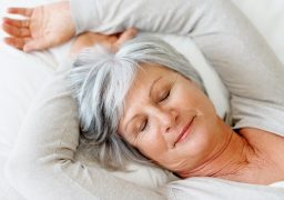 Segundo a gerontóloga, muitos idosos precisam apenas regular os horários de se deitar para ter boas noites de sono