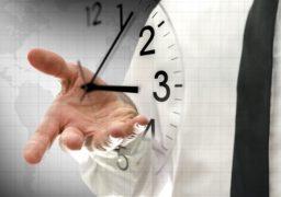 """Um dos pontos importantes sobre """"como funcionam as franquias"""" é a administração do tempo, crucial para o sucesso no empreendedorismo"""