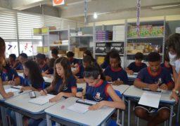 O método da franquia SUPERA está presente em escolas públicas e particulares de todo o país. Na imagem, alunos de Araruama (RJ) exercitam o cérebro com o ábaco