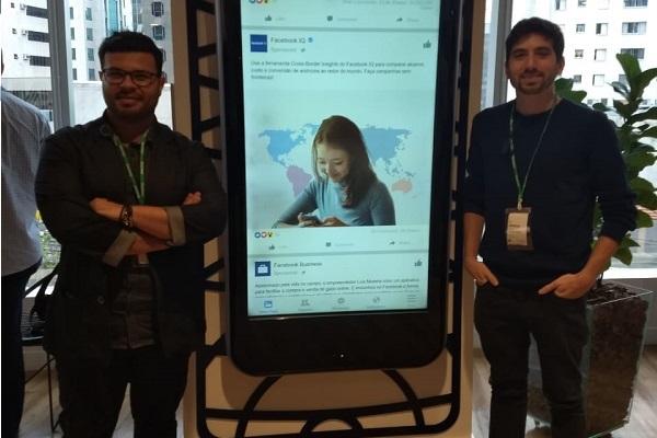 Cristiano Thales, à esquerda, ao lado de Matheus Aragon, em visita à sede do Facebook