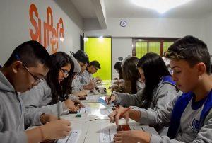 Alunos exercitam o cérebro com o ábaco em Peruíbe (SP)