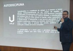 Victor Rocha, Diretor Nacional da rede de franquias SUPERA, lidera equipe de consultores comerciais para estratégias na captação de novos alunos