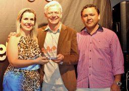 Patrícia Costa recebe troféu na Premiação SUPERA 2016