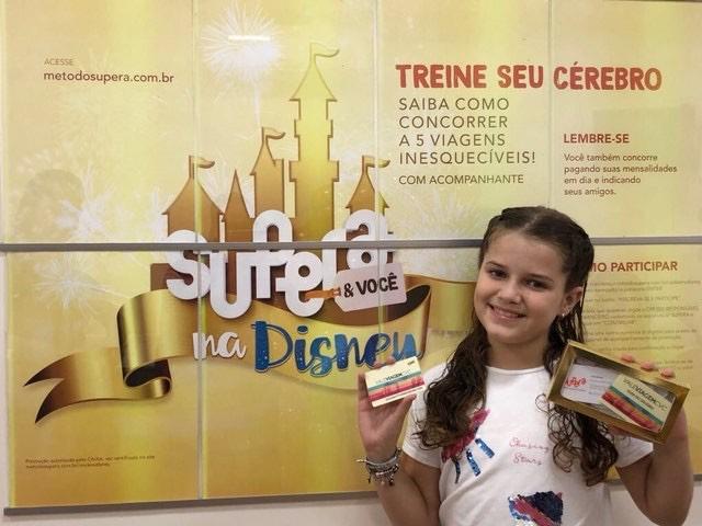 Beatriz, aluna da franquia de sucesso da marca em Nova Venécia, comemora prêmio