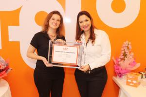 FRANQUIAS EM ALTA - Franqueada da unidade de Itajaí recebe certificado de homologação da gestora Vanessa Bueno