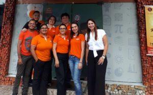 Gestora Vanessa Bueno (à direita) em momento de clique com equipe do SUPERA Manaus Adrianópolis