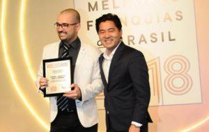 Victor Rocha, à esquerda, em premiação da Pequenas Empresas & Grandes Negócios