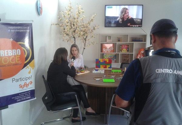 Franqueada Ana Lúcia Mottinha em entrevista com a afiliada da TV Globo local