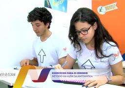Alunos do SUPERA Uberlândia exercitando o cérebro em reportagem da TV Paranaíba