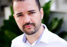 Victor Rocha é Diretor da Franquia SUPERA, estrela do canal DNA Empreendedor e palestrante com ênfase em técnicas de vendas e liderança